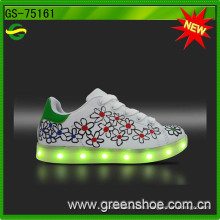 Pequeños MOQ Niños LED Light Up Shoes Chargeable