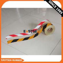 Cinta de barricada de precaución de rayas reflectantes en amarillo y negro o naranja y blanco