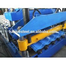 Machine de formage de panneaux de carreaux en acier galvanisé revêtue de couleur, machine à former des feuilles de carreaux de toit
