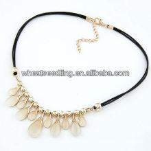 Collier en caoutchouc en caoutchouc en caoutchouc à perles opales 11030796