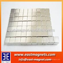 Aimant en panneaux solaires frittés N35 en forme de cube