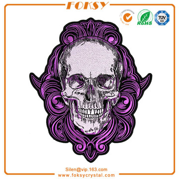 Patch roxo do crânio gótico bordado
