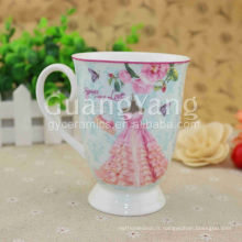 Tasses blanches de porcelaine blanche de production professionnelle