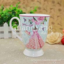 High Quality Porcelain Enameled Red Heart Shape Mugs