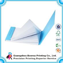 O costume imprimiu o mini bloco de notas em branco relativo à promoção da pálete