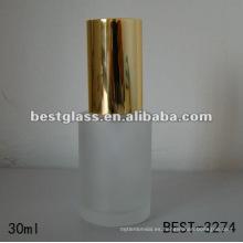 Botella cosmética de la fundación 30ml con la bomba de aluminio del oro