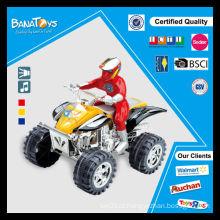 A motocicleta de B / O conduz a motocicleta de quatro rodas para a venda