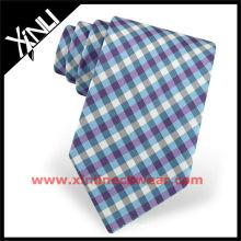 Cravate en soie à carreaux bleus sur double chaîne