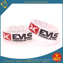 2015 Mode benutzerdefinierte Silikonkautschuk Armbänder mit vertieftem Logo
