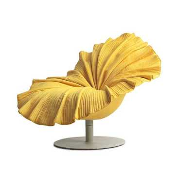 Bloom Lounge Chair di Kenneth Cobonpue