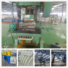 Double strands barbed wire mesh machine