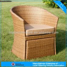 Chaise de rotin de jardin de meubles de patio d'osier avec l'ottoman
