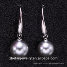Pendiente poopular perla gris moderno