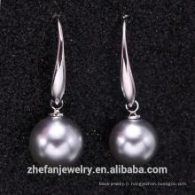 Boucle d'oreille poopulaire moderne perle grise