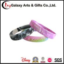 MOQ bajo plástico silicona relieve pulseras personalizadas