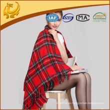 Fábrica china de acrílico tejida al por mayor manta de la rodilla escocés con borla