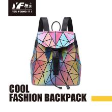 Bolsa de mochila de couro PU com foco em cor laser geométrica