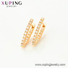 95078 en gros fantaisie femmes bijoux simple style triangle forme boucles d'oreilles avec imitation de pierres précieuses blanches
