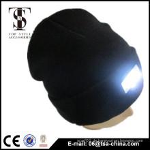 Unisex Geschlecht und gestrickte Muster Qualität führte Beanie Hut mit LED Licht