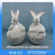 Mignon lapin en lapin / lapin en céramique comme décor de pâques