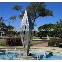 2016 Nouvelle forme de feuille en acier inoxydable Sculpture fontaine Décoration