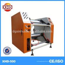 Máquina de corte e rebobinamento com desenrolador sem eixo