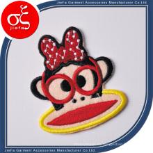 Parche bordado de alta calidad del logotipo del material del poliéster