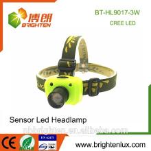 El más barato al por mayor 3W el mejor faro llevado accionado por batería del faro del sensor del cree XPE LED del faro 3 * aaa