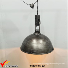 Lámpara colgante de metal antiguo industrial grande