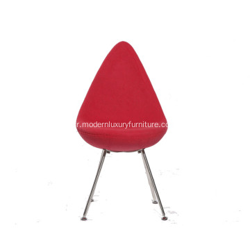 Petite chaise rouge confortable