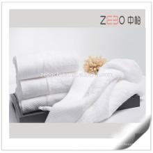 Atacado Sateen estilo tecido liso com algodão bordado toalha de banho Hotel