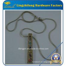 Collar cristalino colorido de la cadena del metal