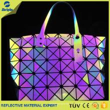 Bolso reflectante personalizado en color plata, arcoíris