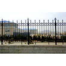 China hochwertigen dekorativen gusseisernen Zaun