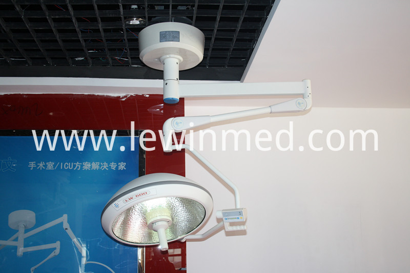 Halogen dental operating lamp
