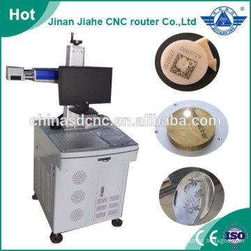Superficie de marcaje grabado de la máquina de láser de fibra en metal 10w