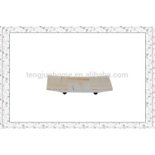 Branco imitação de couro toalha titular com teste padrão de verificação