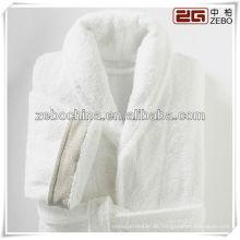 Heißer Verkauf weißer Schalkragen Großhandelsarme Velours Bademäntel für Hotel