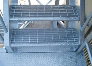 stair tread serrated