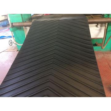 Herringbone pattern conveyor belt