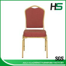Красное кресло для посетителей