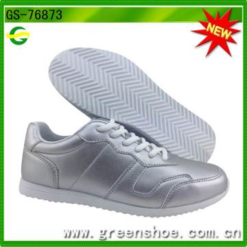 Novos sapatos de chegada para mulheres casuais