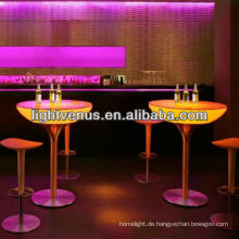 Nachtclub Tische und Stühle beleuchten