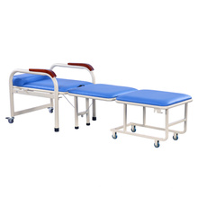 A cadeira de dobradura médica luxuosa da mobília do hospital para a noite dos pacientes acompanha