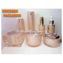 Botellas y tarros de crema acrílico cosméticos