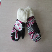 winter Knitted gloves with coral fleece