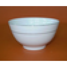 tazón con fondo blanco de cerámica con línea dorada