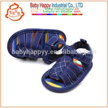 Los zapatos de bebé lindos al por mayor del algodón de las sandalias de los cabritos calzan
