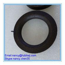 Темные деревянные петлевые кольца для карнизов