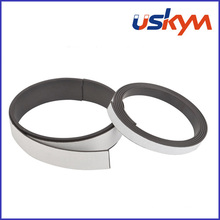 Tira magnética flexível extrudida com o ímã de borracha de Adheive (F-009)
